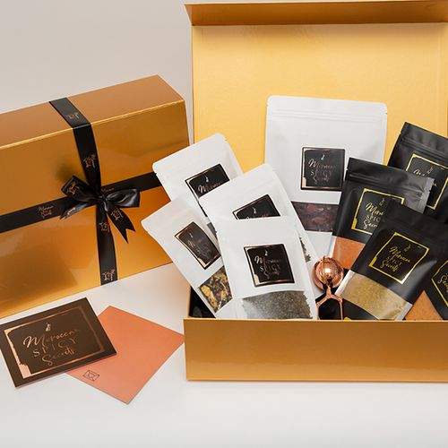 Luxe geschenkdoos met verschillende kruiden en theeën