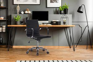 Zwarte kunstleren bureaustoel met armleuning