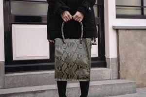 Shopper met donkergroene slangenprint