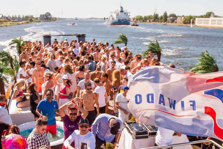 Korting Jacuzzi Cruise Party 2018 in Amsterdam (2 p.)