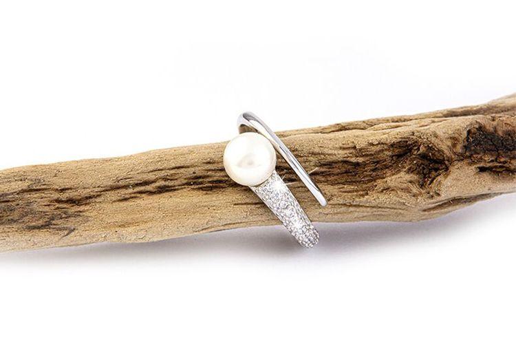 Zilveren multi-maat ring met zoetwaterparel van Di Lusso