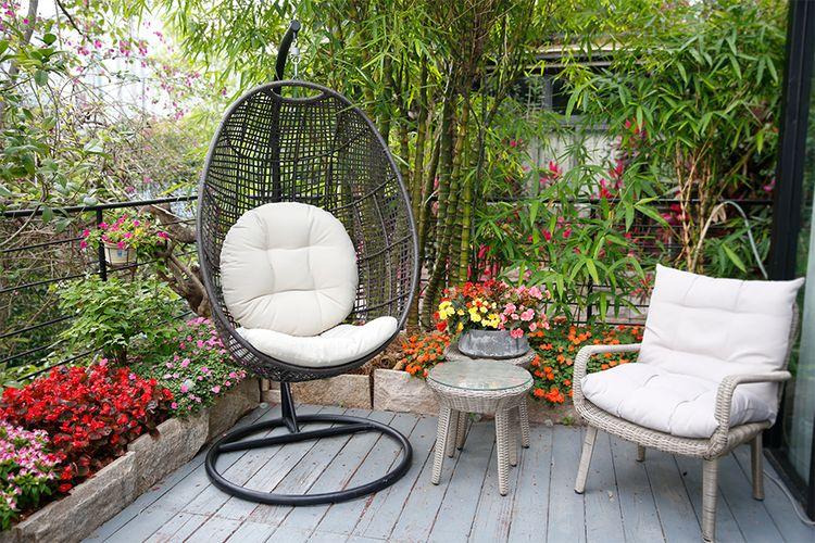 Egg hangstoel voor binnen en buiten van Feel Furniture