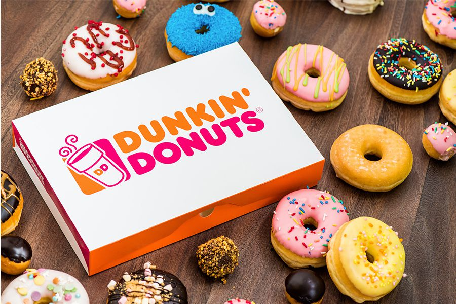 12 donuts + 4 American cookies van Dunkin' Donuts