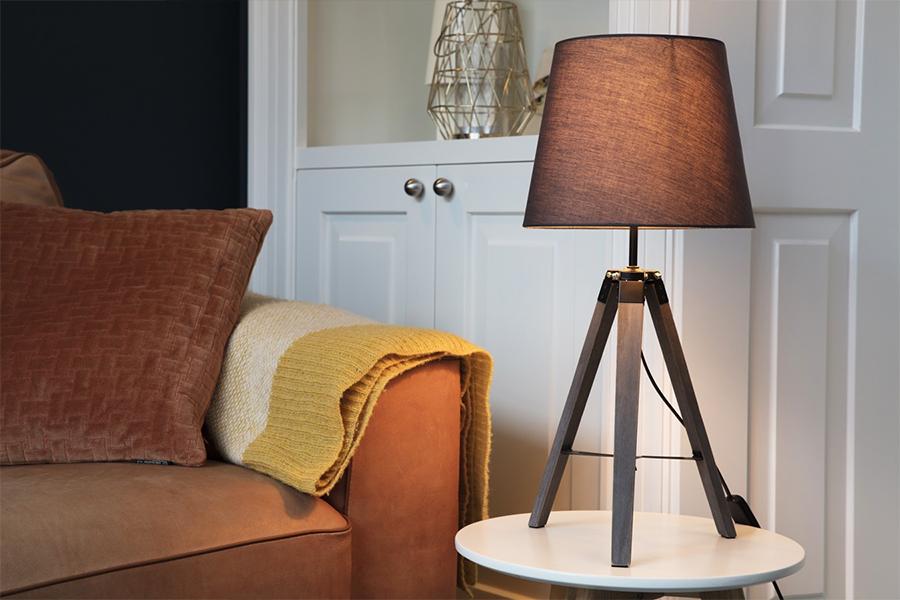Tafellamp met houten poten (58 cm hoog)