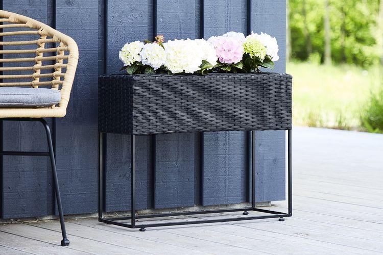 Outfit plantenbak van zwart rattan (hoogte: 52 cm)