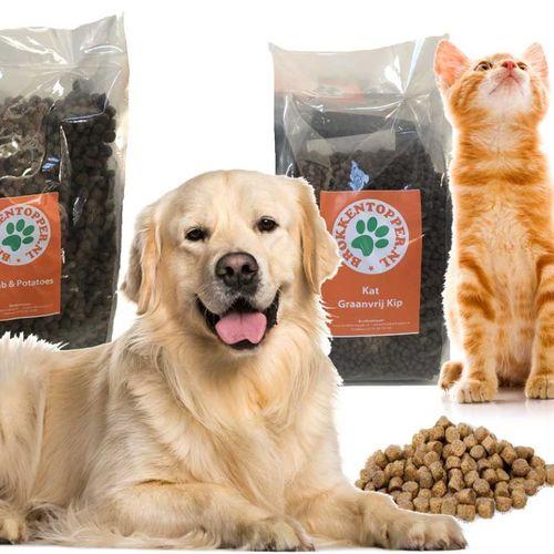 40% korting op Premium Plus+ Honden- of kattenvoer