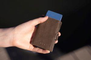 Lederen olijfgroene pasjeshouder met Safety wallet