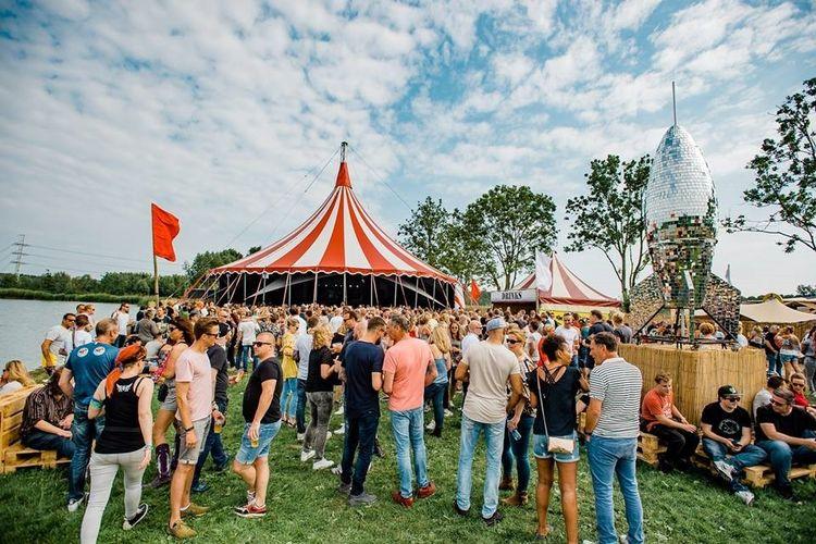 We Gaan Terug Festival in Velsen Zuid (2 p.)